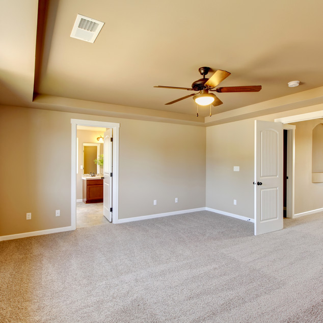 New Empty Room With Beige Carpet..jpg
