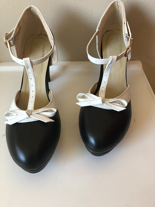 Size 10 Black & White Vintage Style Show
