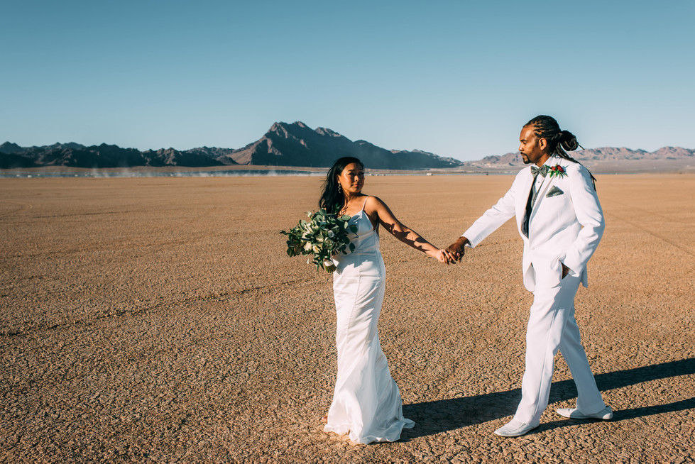 las-vegas-elopement-desert-dry-lake-bed_2.jpg