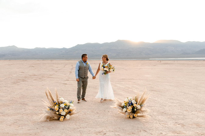 las-vegas-elopement-dry-lake-bed_6.jpg