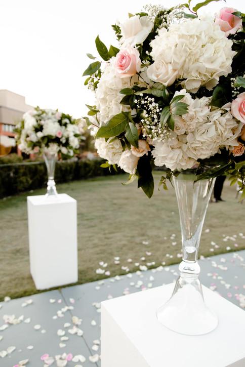 outdoor-wedding-las-vegas-blush-palette_8.jpg
