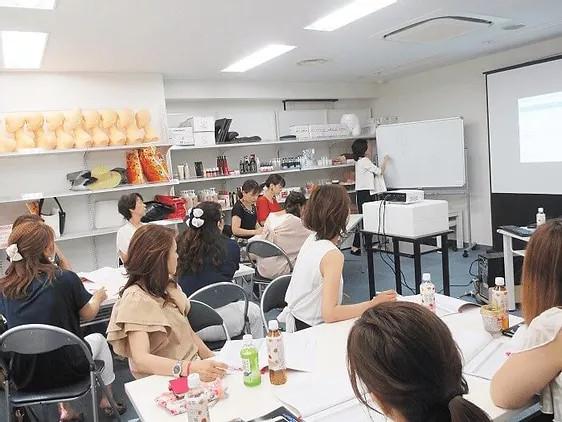 小規模店舗向けの女性マーケティング店舗戦略講座 美容サロンに特化した店舗戦略についてワークショップを担当させて頂きました。