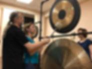 Студия Тишины. Николай Льговский урок игры на гонге. Обучение гонг медитации