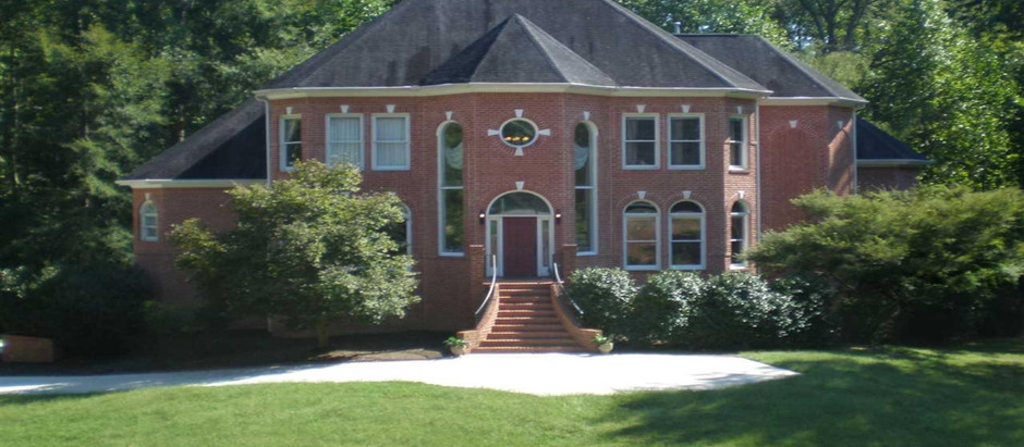 LUXURY RALEIGH HOMES FOR SALE WITH MORE THAN ONE ACRE OF LAND