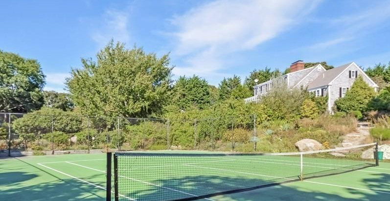 TOP 5 HOMES WITH TENNIS COURTS