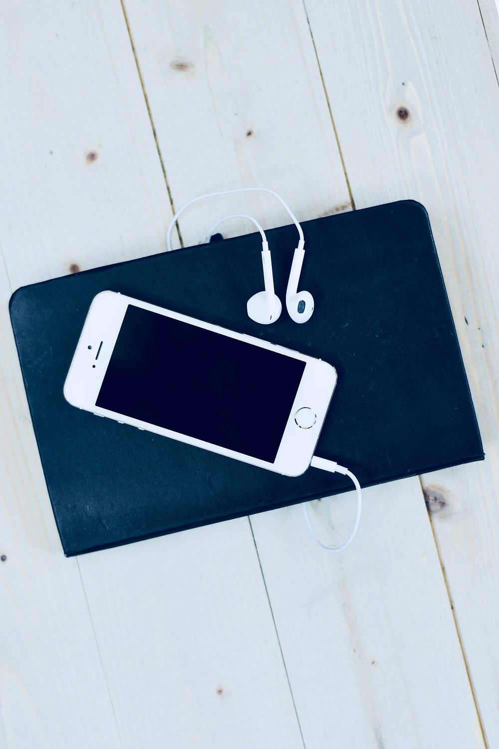 Pic of iPhone with Headphones from Pixabay