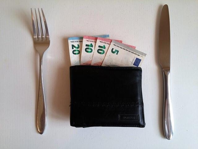 Wallet with utensils