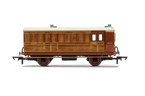 R40084 LNER Brake Baggage 4 wheel coach. Oil lamps + step boards 4103