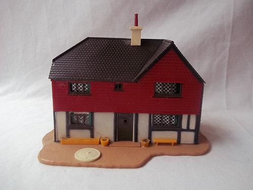 TRi-Ang Model Land 1960's Model Pub OO/HO Gauge