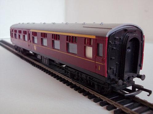 Tri-Ang R382 CKD 1st Class Corridor Coach BR Maroon OO Gauge