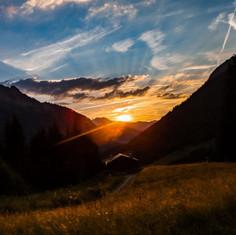 couché de soleil sur les cimes
