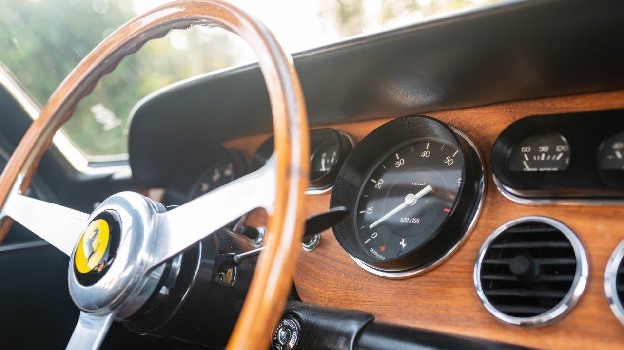 1967 330 GT 2+2 (32)