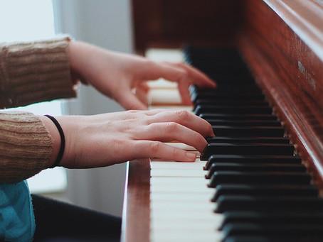 Gammes et accords sur un piano