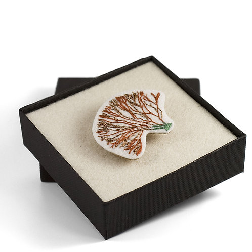 broderie contemporaine bijoux broche corail algue rouge
