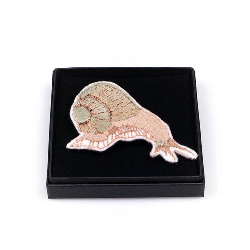 Broche brodée escargot boite cadeau
