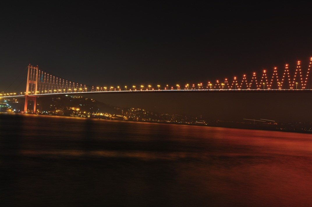 light-bridge-skyline-night-city-atmosphe