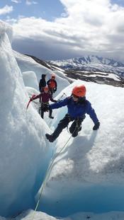 Family glacier tour on Bøverbreen