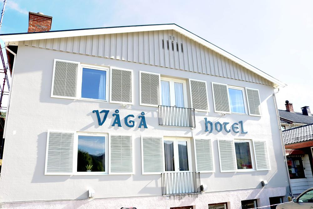 Nymalt fasade på Vågå Hotel