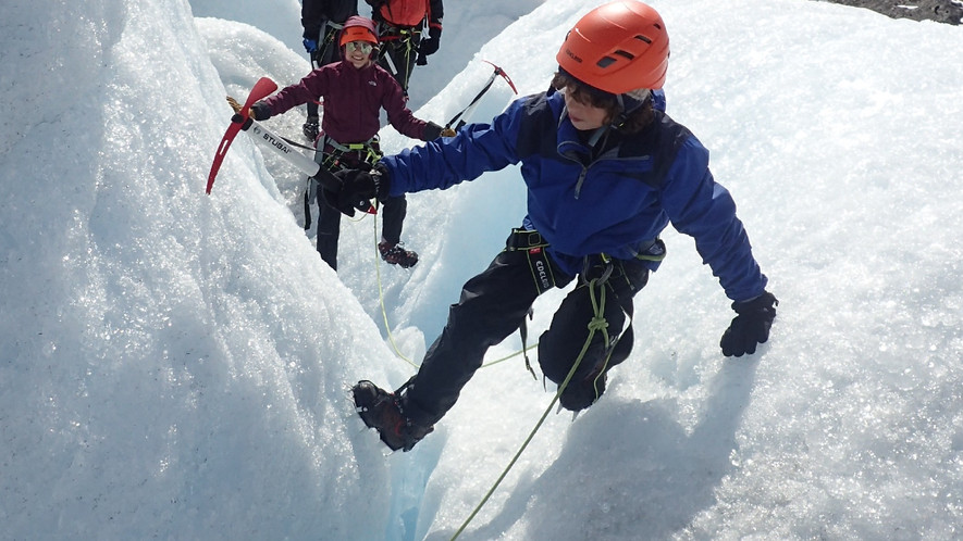 Learning how to move on a glacier