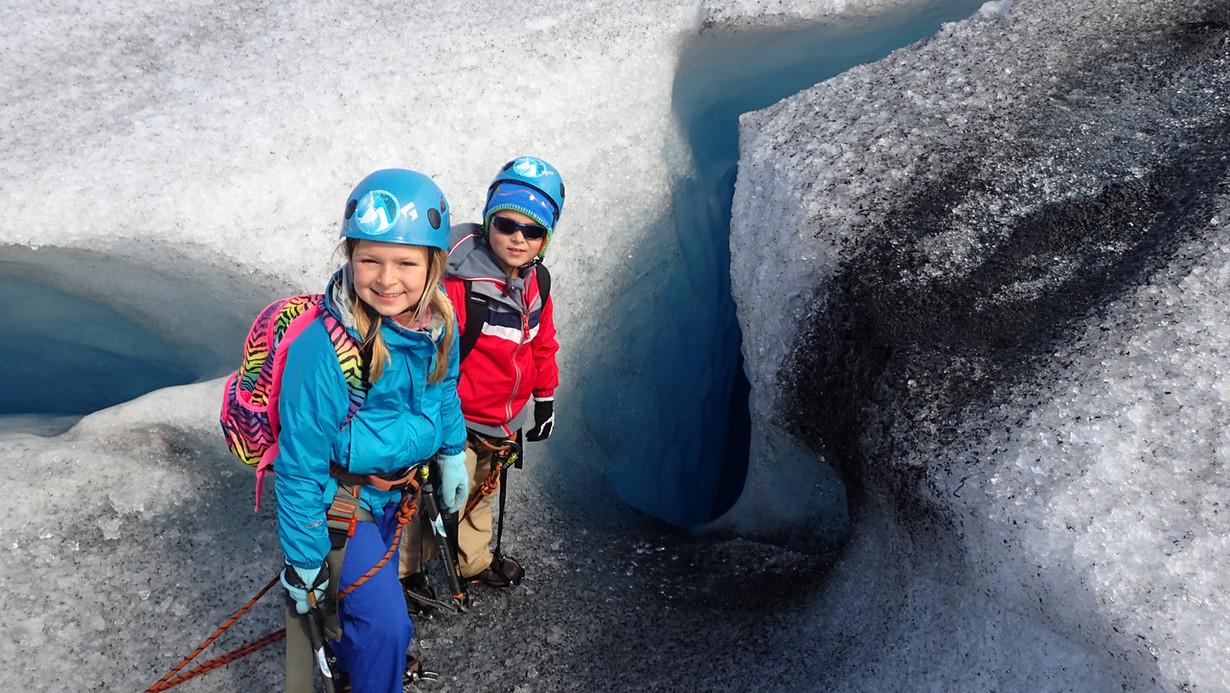 Children on a glacier-tour