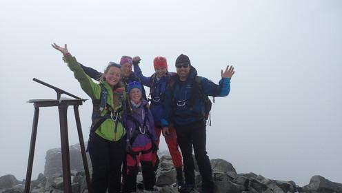 Familie på toppen av Galdhøpiggen