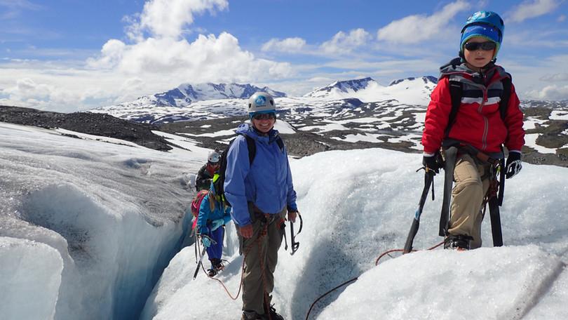 A glacier tour is also suitable for kids
