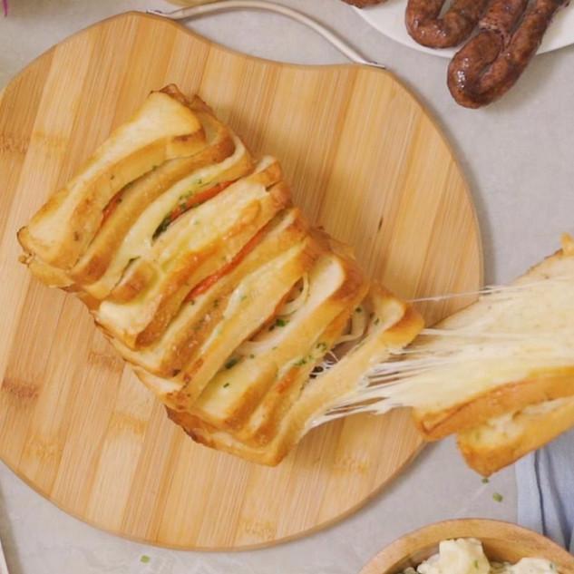 Pull-Apart Garlic Bread Braaibroodjie Lo