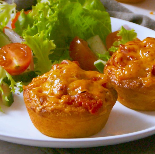 Mieliebrood Cups with a Cheesy Meatball