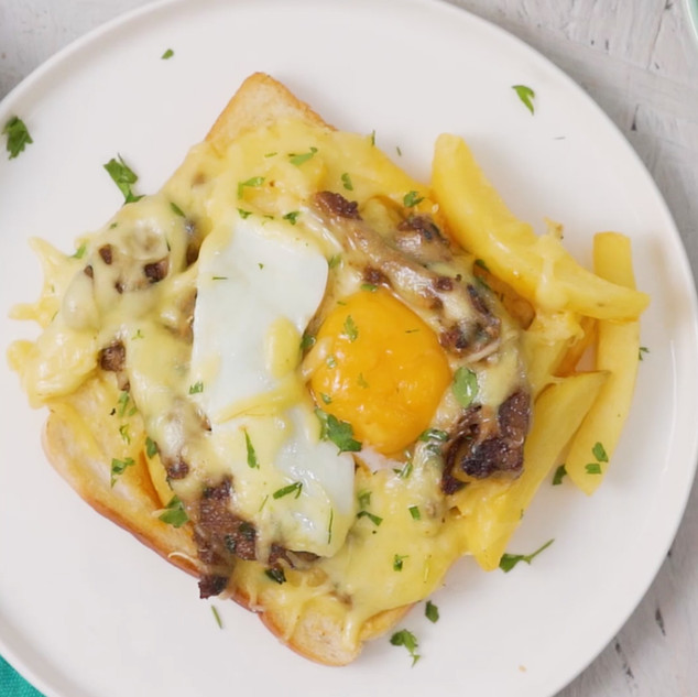Masala Steak, Egg & Chip Toastie Bake