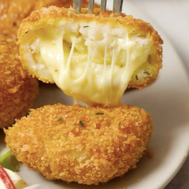 Crispy Pap Cakes with a Cheesy Centre