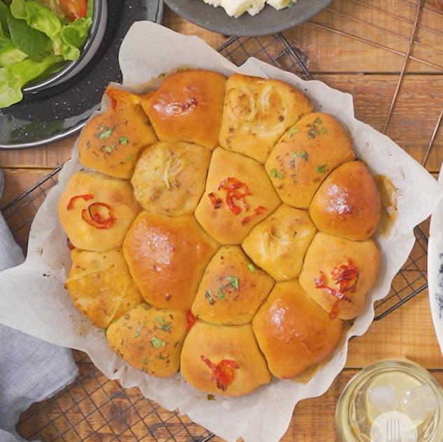 Pull-Apart Variety Garlic Bread Rolls