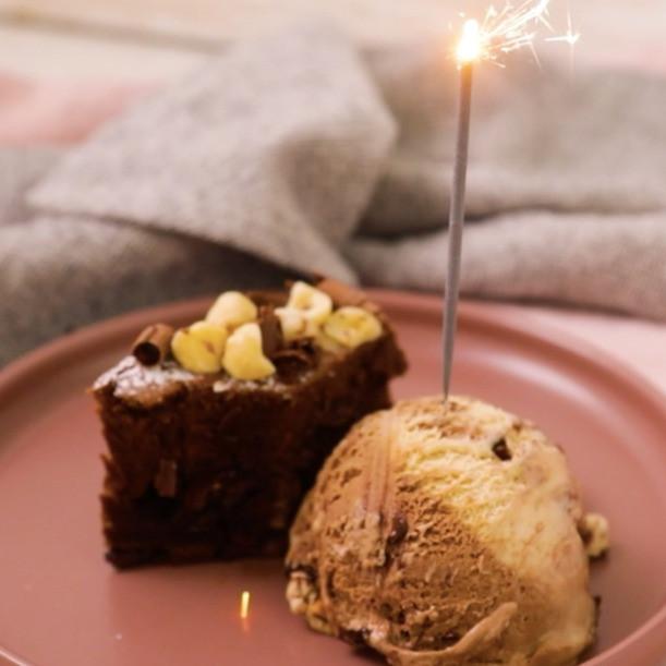 3-Ingredient Brownie Cake