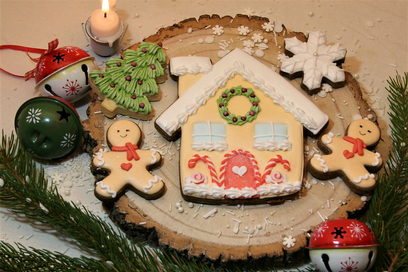Red Gingerbread House Gift Box