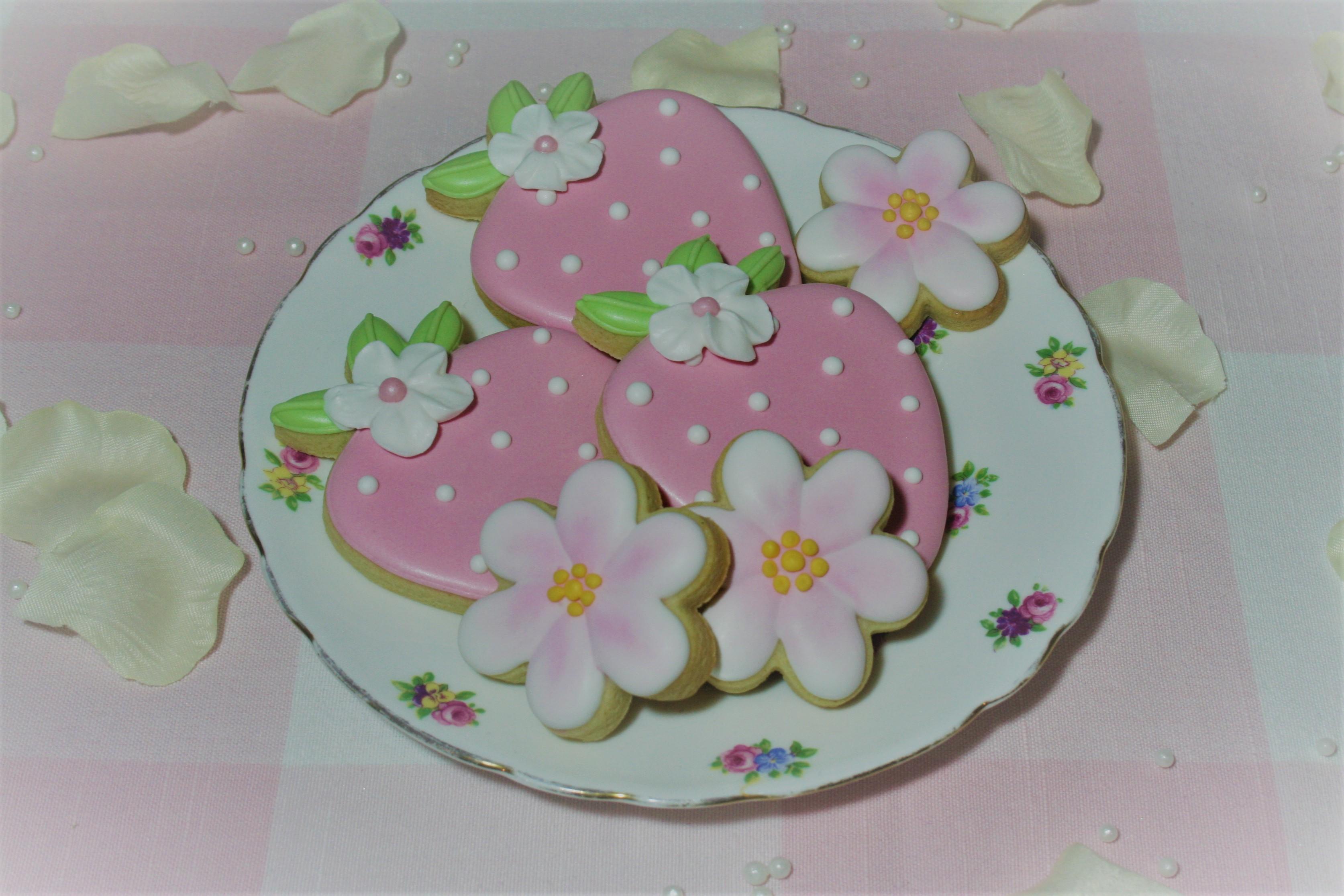 Strawberry blossom sugar cookies on vint