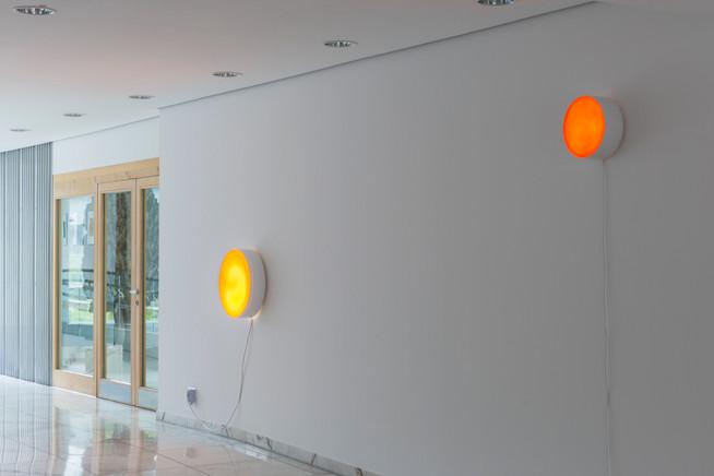 Lovesong – rund XIV, Orange-Gelb mit Struktur, 2015 & Lovesong – rund IX, Teak, 2013