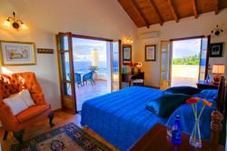 Fiskardo House main bedroom en suite