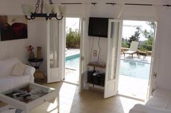 Villa_Alaties_living_pool