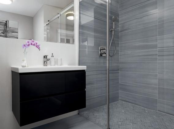 Sequence_HDP_Bathroom_FTI34905_12x24_9x3