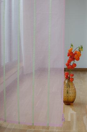 Rosa Gardine mit applizierten zart grünen Streifen