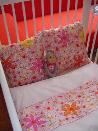 Alloverstreifen Bettwäsche in Rottönen für Baby