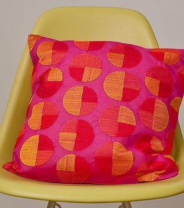 Pinkes Kissen rotorangem Circle Design