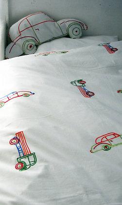 Bettwäsche mit bestickten Autos fürs Kleinkind