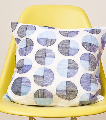 Weiße Kissen mit blaugrauem Circle Design