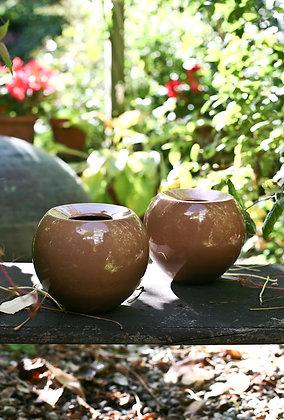 Braune Vasen aus Keramik