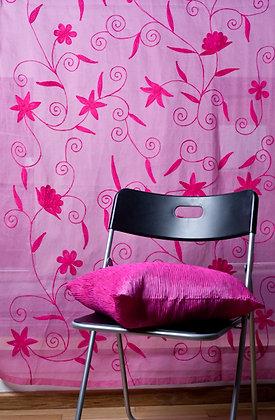Pinke Ari Gardine mit pinker Stickerei