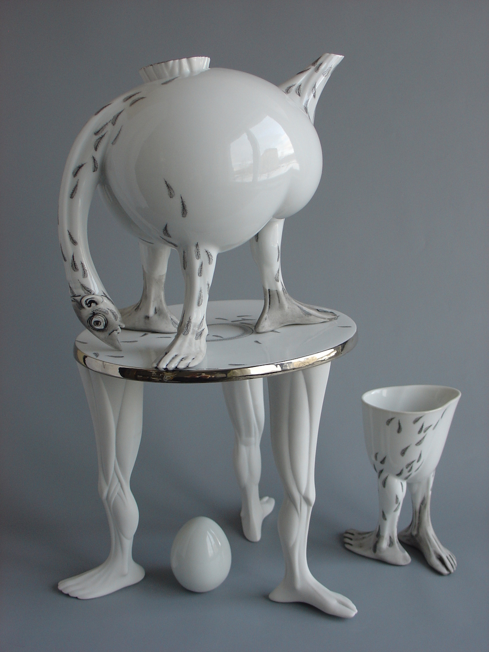 062. OSTRICH. Teapot, tray, cup (2003)
