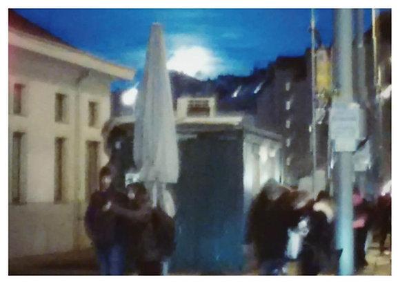 Mond über Naschmarkt