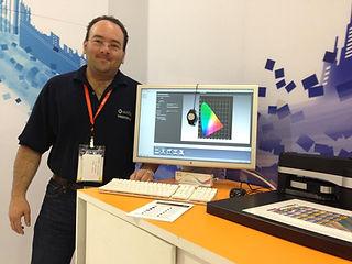 andrés Tamez explicando la gestión de color y la creación de perfiles de color