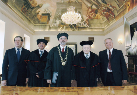 Honorary doctorates in Ceske budejovice led by rector Libor Grubhoffer