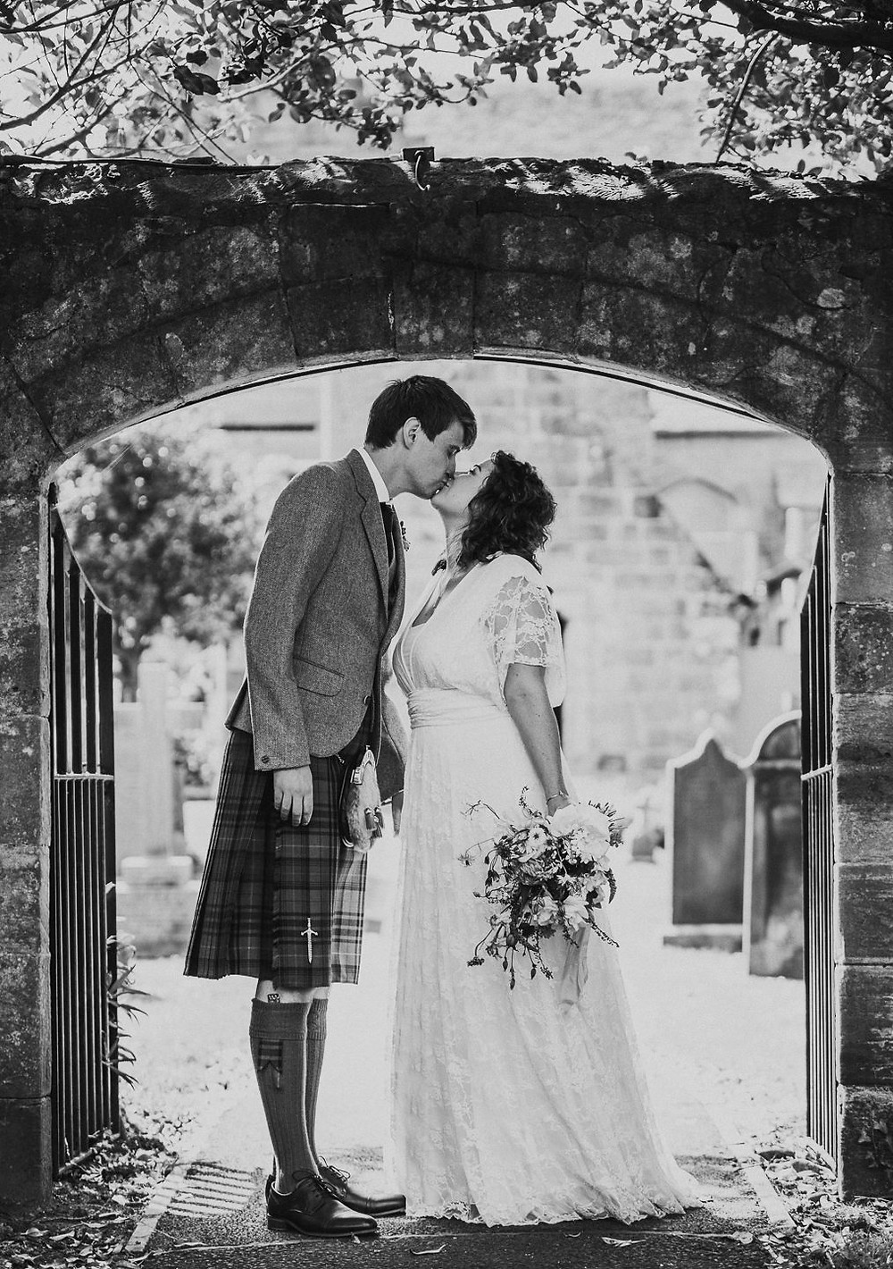 Amy & Mark's sneak peek from their wedding at Cramond Kirk & Fruitmarket Gallery in Edinburgh